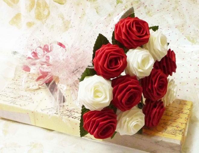 Розы из атласных лент для букета